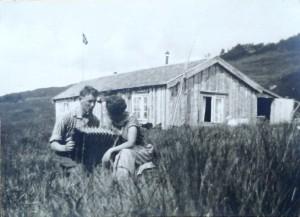 Knut og hjørdis foran Nedigård